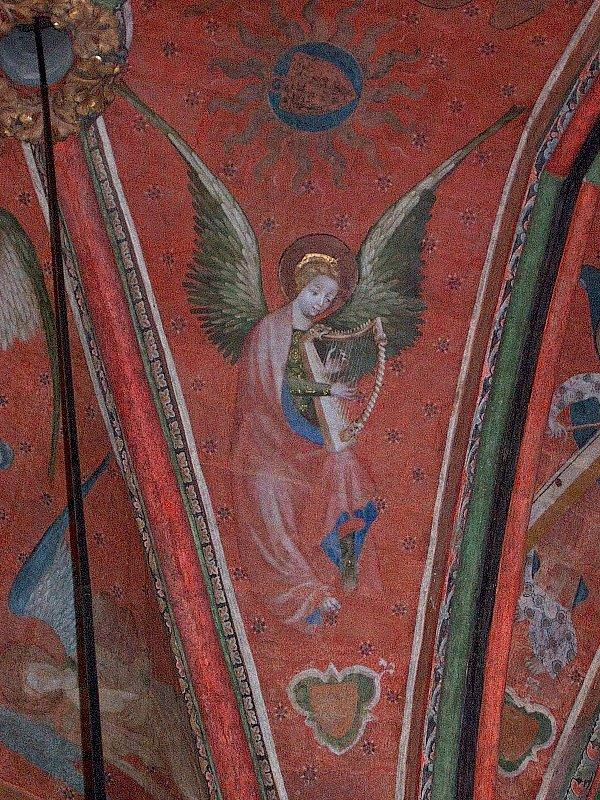 Un des 47 anges musiciens de la cathédrale du Mans.