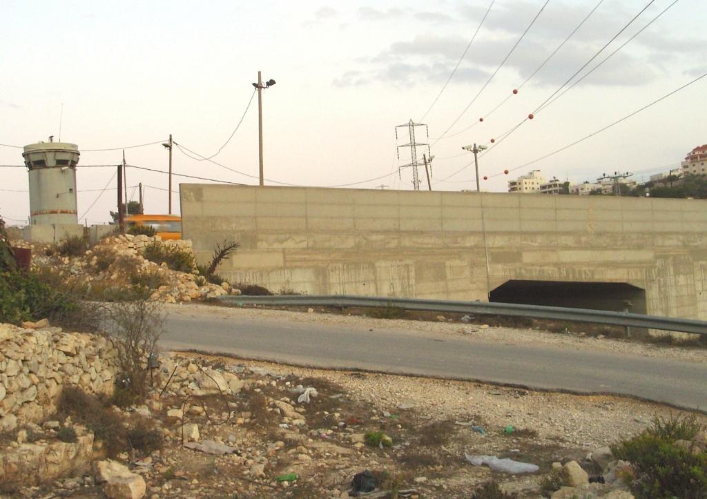 les routes séparées pour Palestiniens et Israëliens