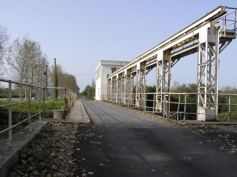 La route vers Frossay emprunte le poont-barrage