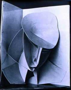 Naum GABO, head in a Corner Niche, 1916-17