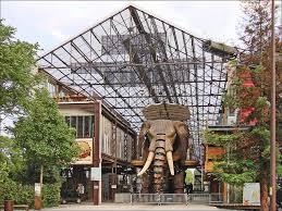 La galerie des machines et l'éléphant