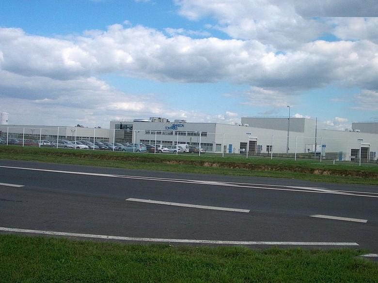 L'usine Johnson controls route de Mamers.