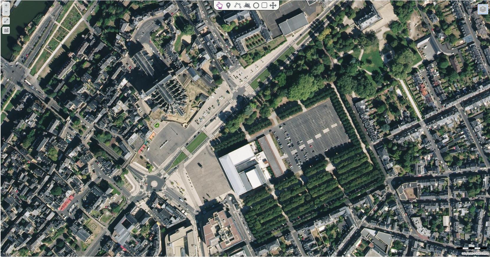 Photographie aérienne du centre du Mans