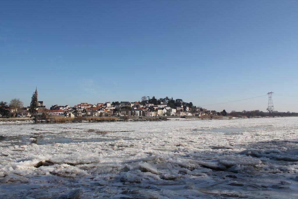 La Loire prise par les glaces en aval de Nantes