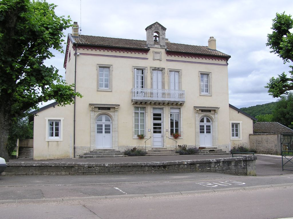 La mairie-école de Commarin en Côte d'Or
