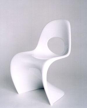 Bertrand Lavier Siège modifié : la chaise Panton de Verner Panton (1959-60) percée du trou de La Chaise de Charles et Ray Eames (1948) Résine laquée