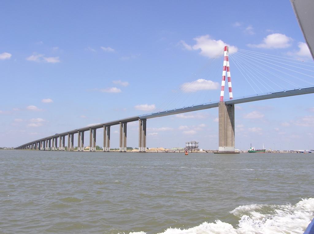 le pont vu en naviguant sur la Loire