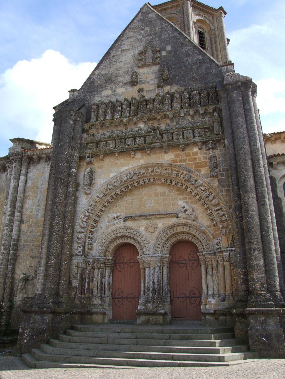 le portail roman de Vouvant