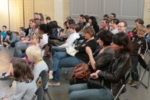 le public lors des lectures de l'atelier au festival Des Mots à la bouche