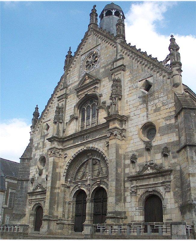 La façade de l'église de saint Calais