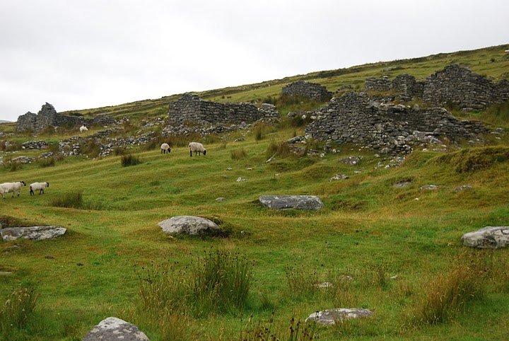 village abandonné de Slievermore (Eire).
