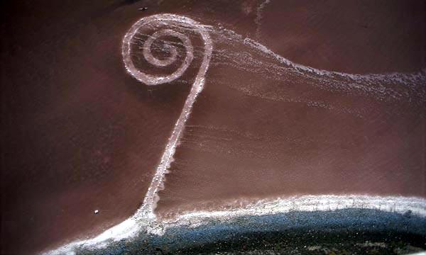 Robert Smithson, Spiral Jetty, 1970-1971