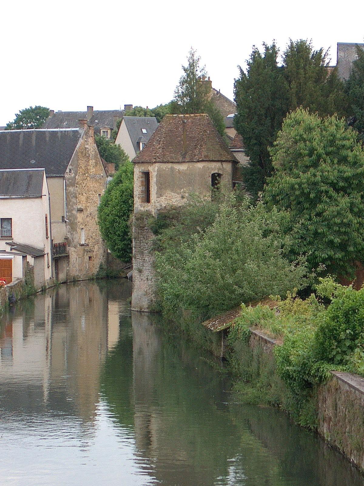 Tour de l'enceinte fortifiée de la Ferté-Bernard (Sarthe).