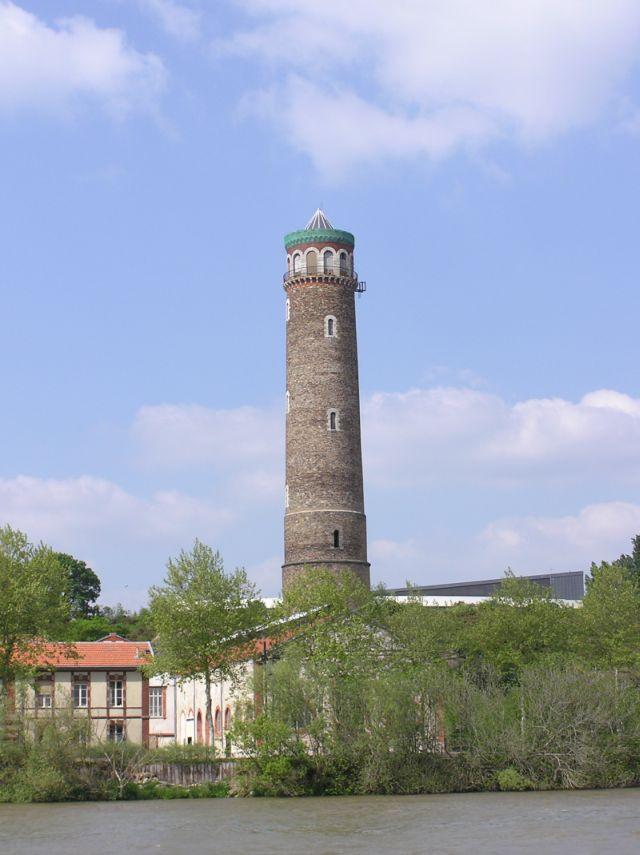 La tour à plomb, vue de la Loire
