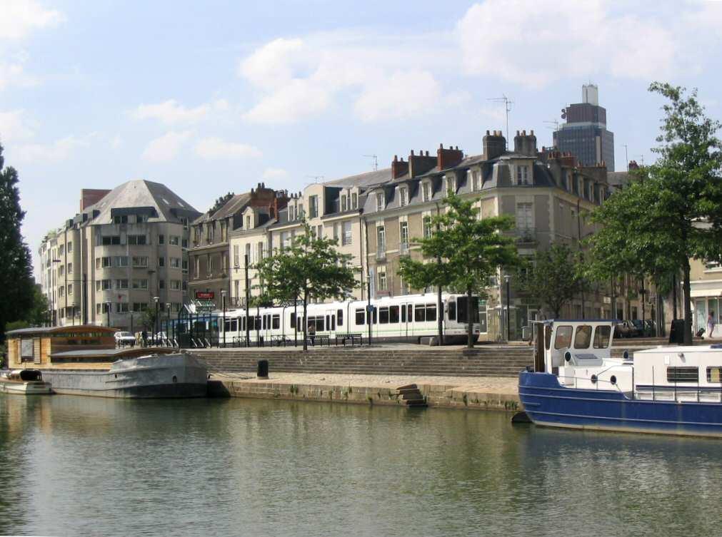Espace p dagogique histoire g ographie citoyennet le tramway nantais la transformation d - Quartier petit port nantes ...